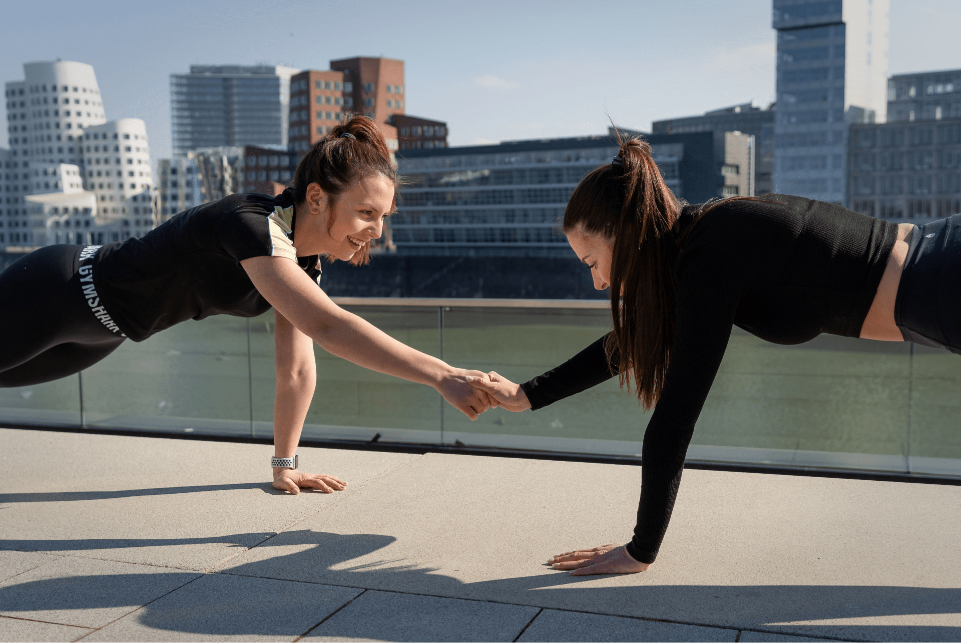 Foto einer Partnerübung während eines Personal Trainings