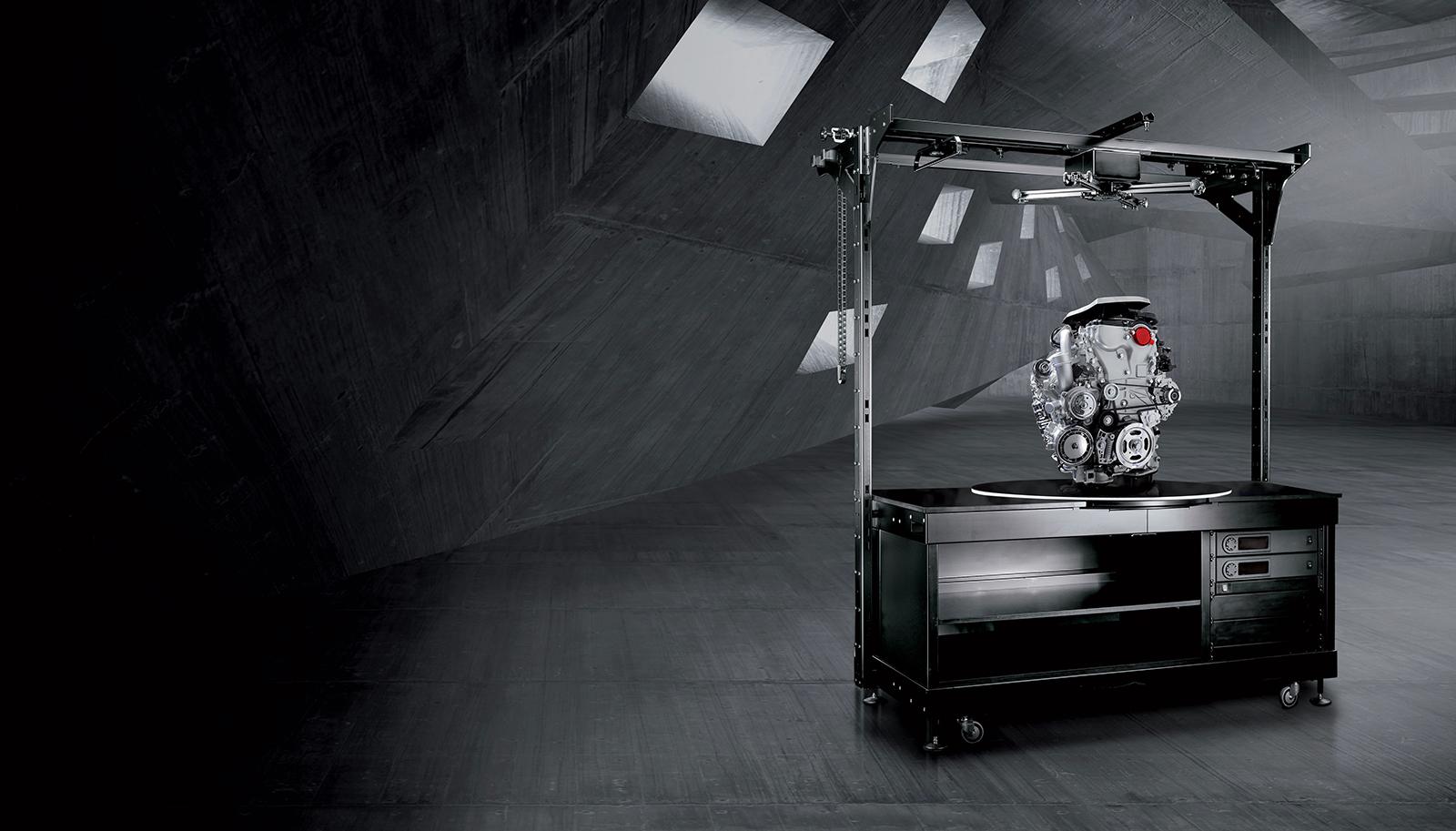 PhotoRobot tavolo robotico pesante con motore automobilistico fotografato