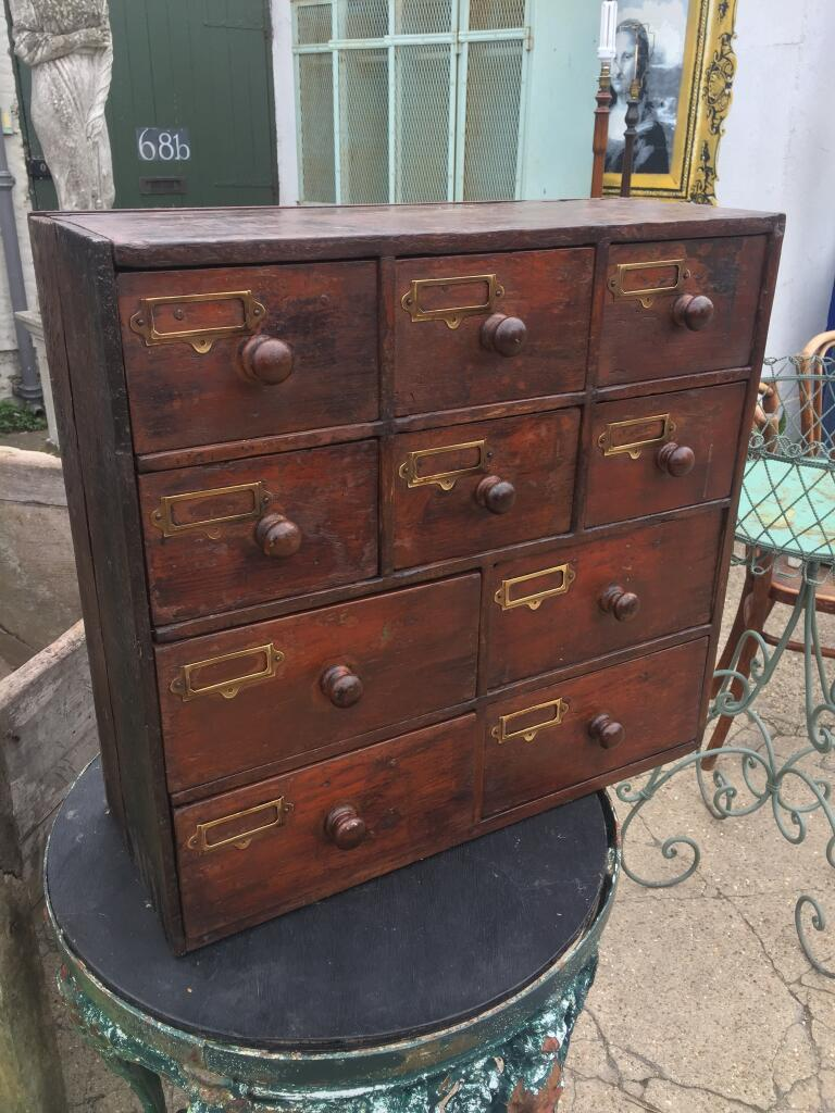 Apocothery cabinet