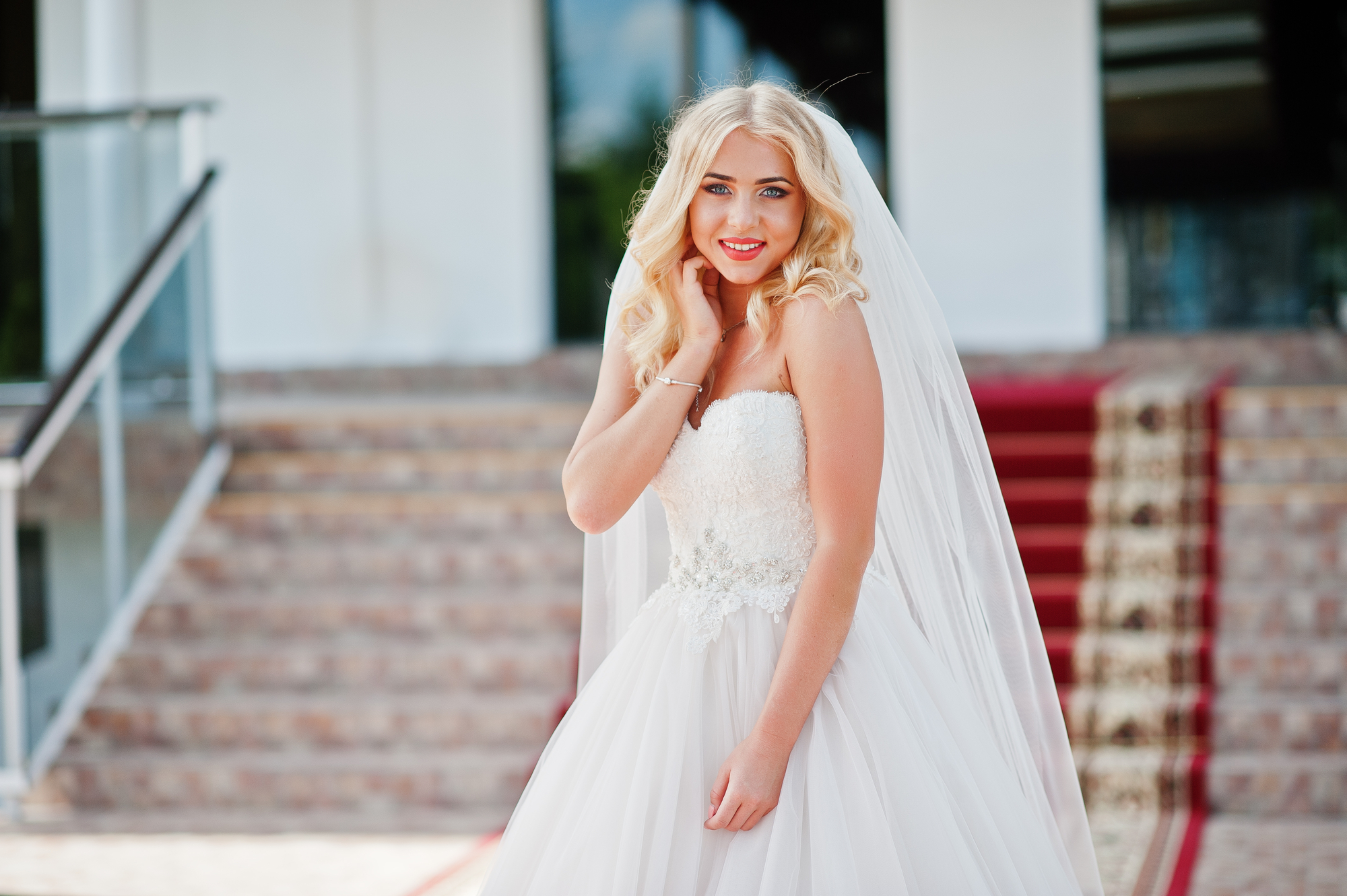 What to Know About Wedding Dress Shopping Etiquette