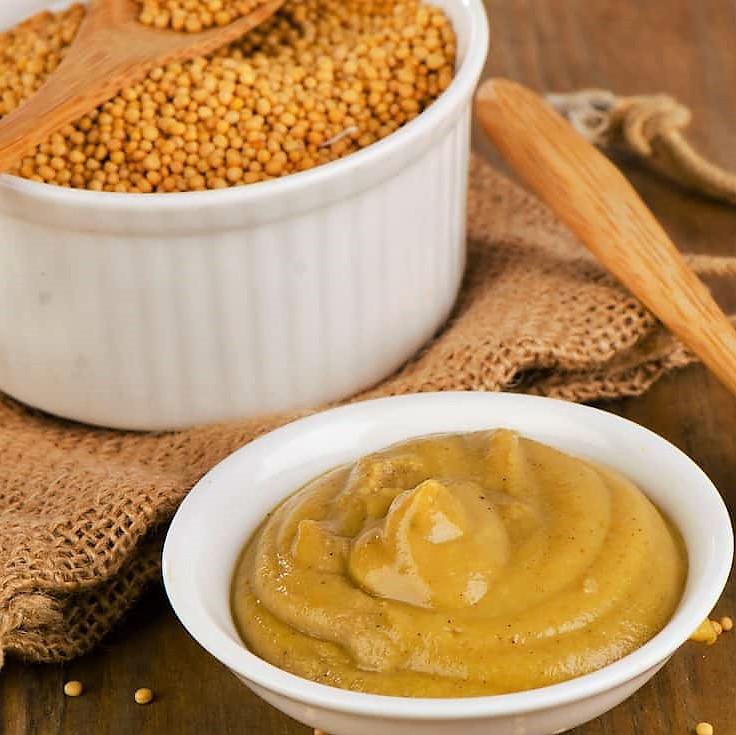 Grains et coupelle de moutarde (photo)