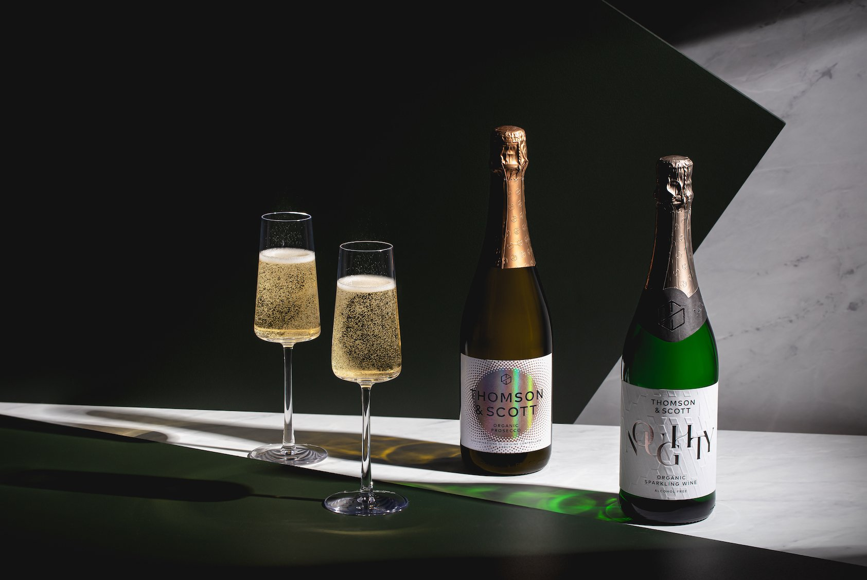 Wondering how many calories are in Prosecco? Find out how many calories and sugars are secretly hiding in your drinks and how you can start drinking more healthily!
