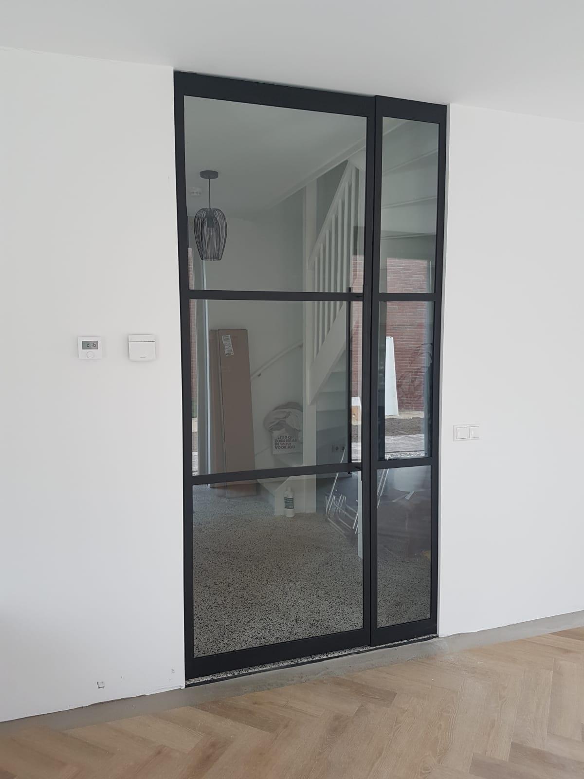 Stalen deur schuifdeur voorbeeld woning