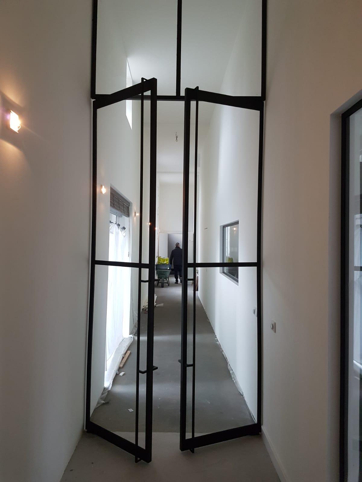 Stalen deur dubbele deur voorbeeld woning