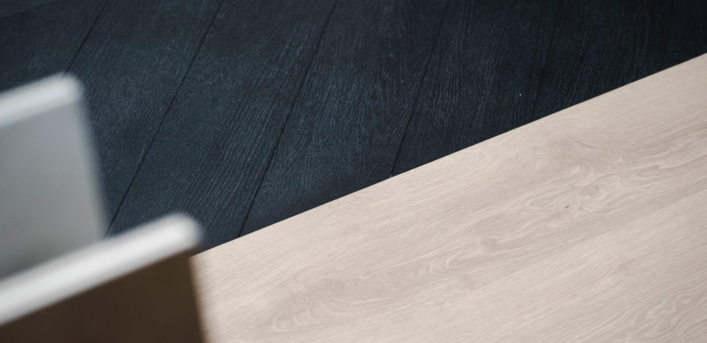 Voorbeeld van PVC vloer donker en licht