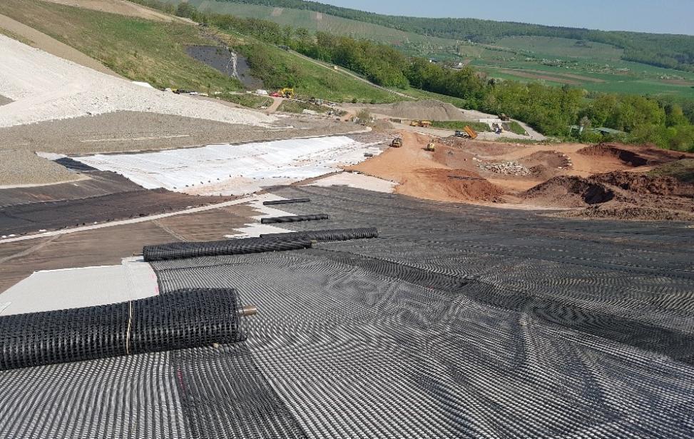 Deponiebasisabdichtung mit Geogitterbewehrung im Deponieabschnitt X  der Deponie Burghof
