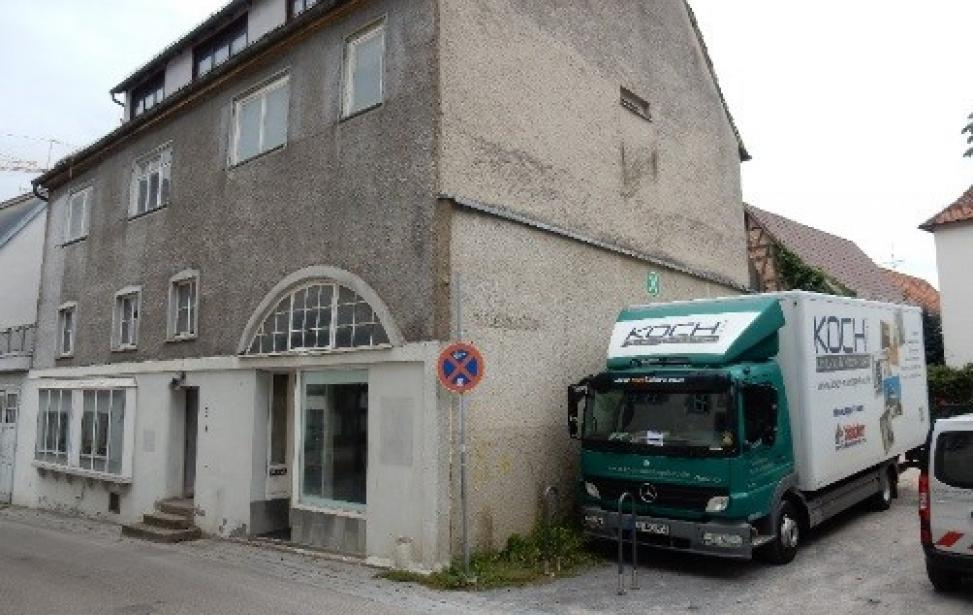 Abbruch eines ehemaligen  Wohn- und Geschäftsgebäudes