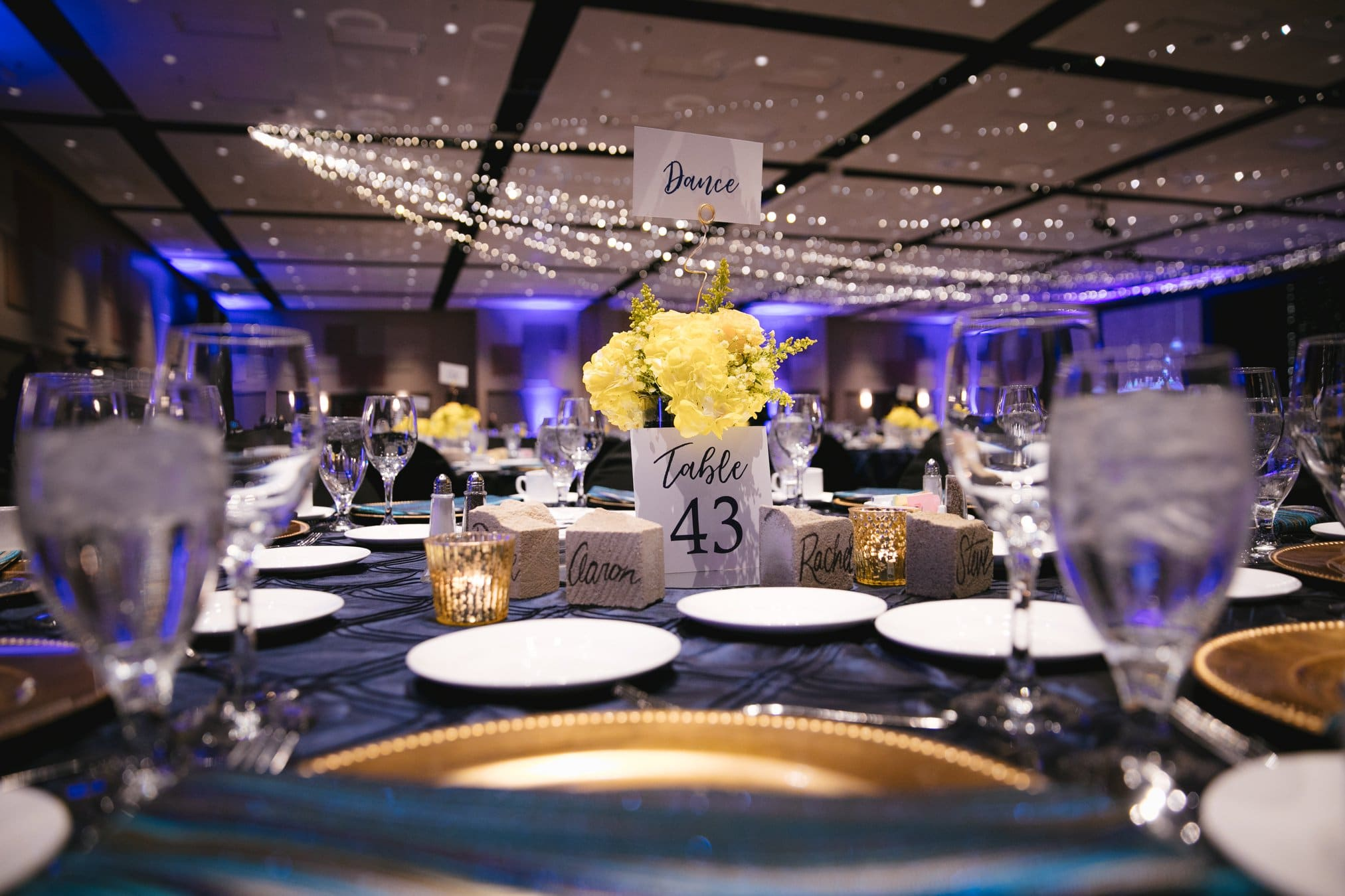 Photo of the beautiful table settings at the FUNDSY Gala