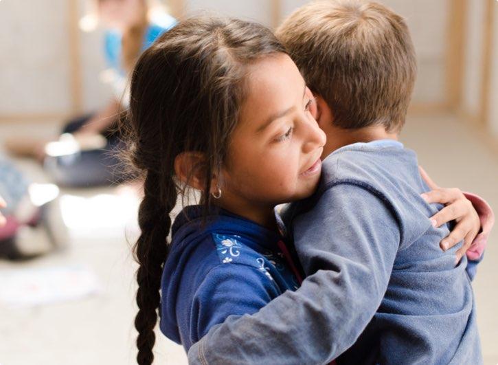 Foto de niños abrazandose