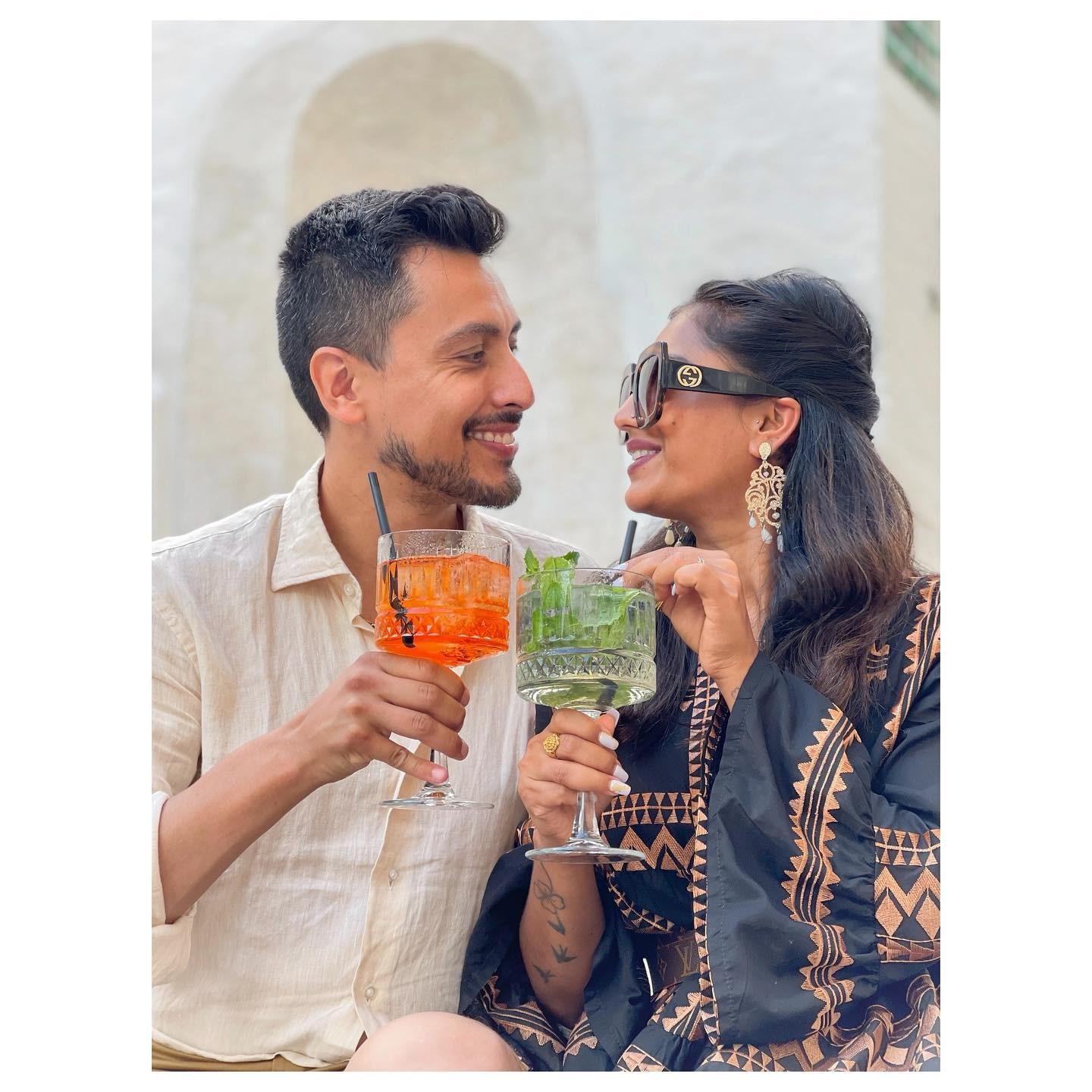 The joy of finding ourselves again, each of us with his own tastes (Spritz vs Hugo, a fair cocktail battle).  After months passed far one from each other, double work for me and for her, the two kids more demanding than ever, a little piece of vacation is the most welcome to reinforce the link between the two pillars of our little family 🥰  #couplelife #apero #spritz #hugo #yousmileismile