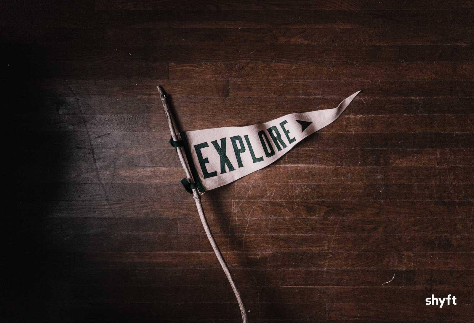 A white flag saying: Explore