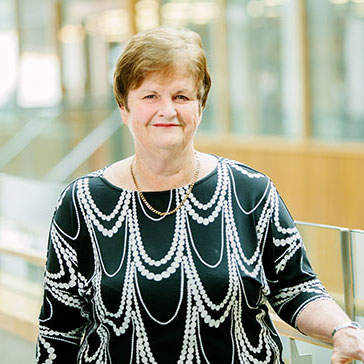 Dr Gwen Jull