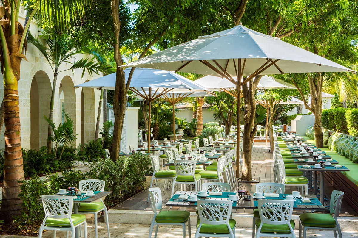 Complimentary buffet breakfast service at The Palms Turks and Caicos.