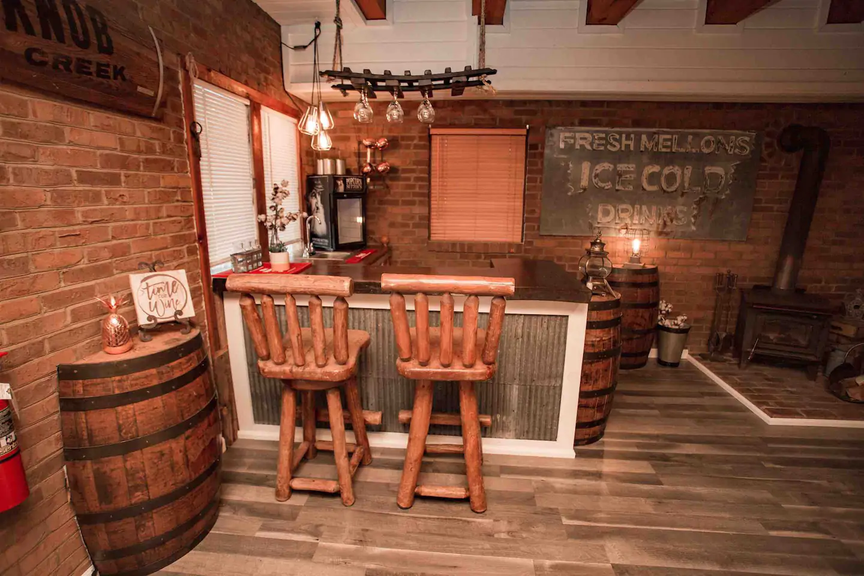 Tennessee Cider Company's Airbnb mason jar lodge bartop