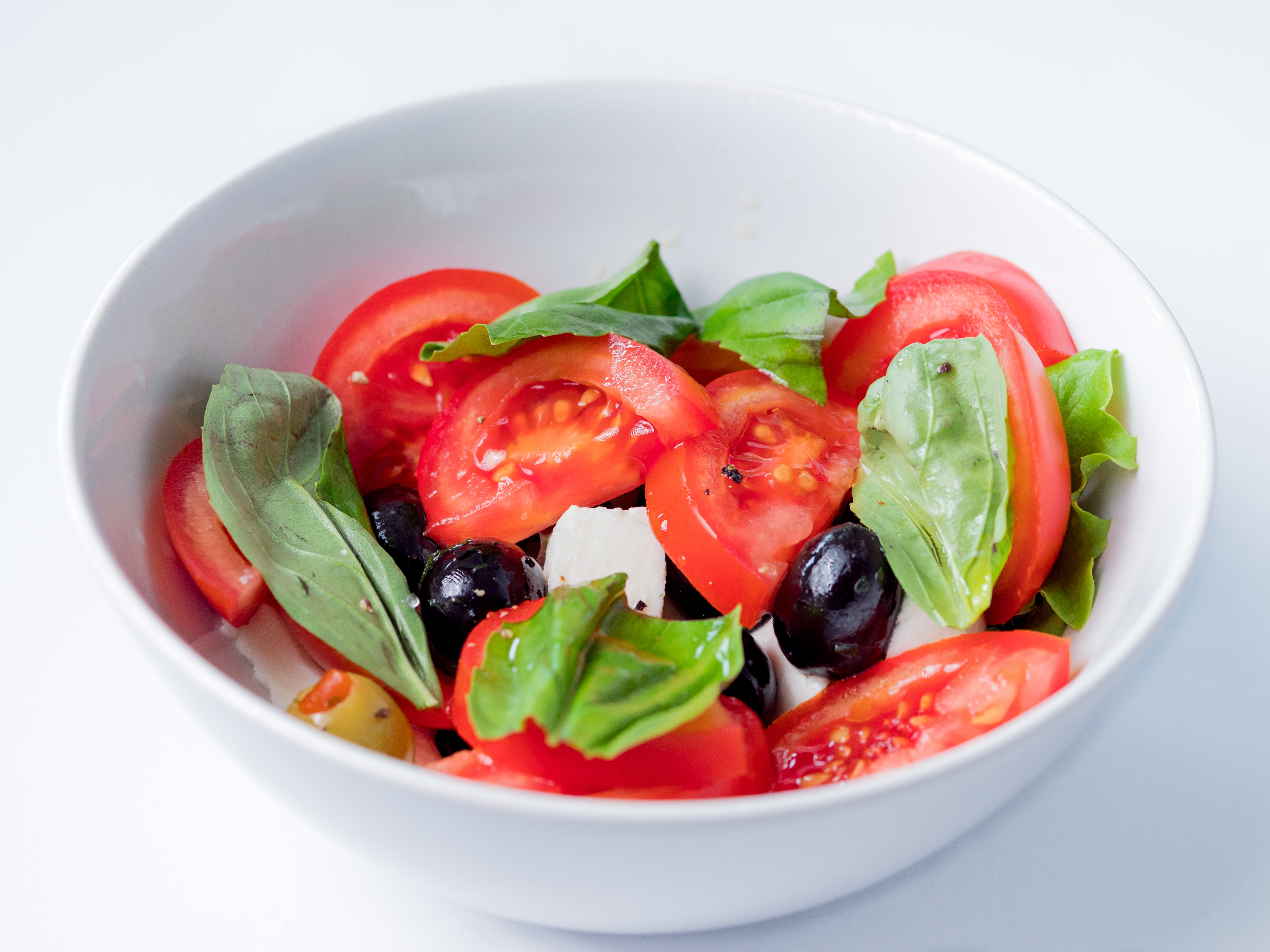 Bowl of salad representing Integro's dietitian services.