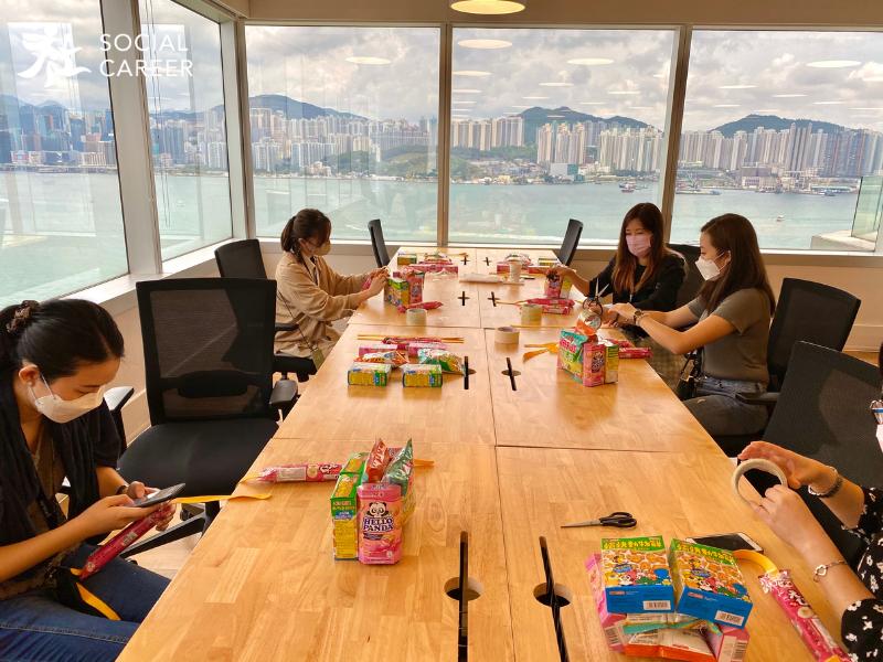 社職Social Career企業員工在午膳時間參與零食書包活動