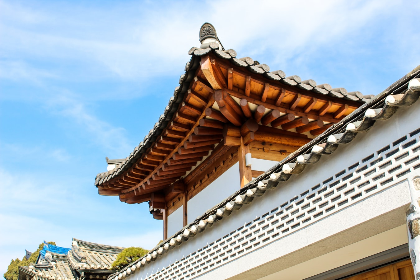 Teachers could have a chance to live in Korea's beautiful houses while teaching