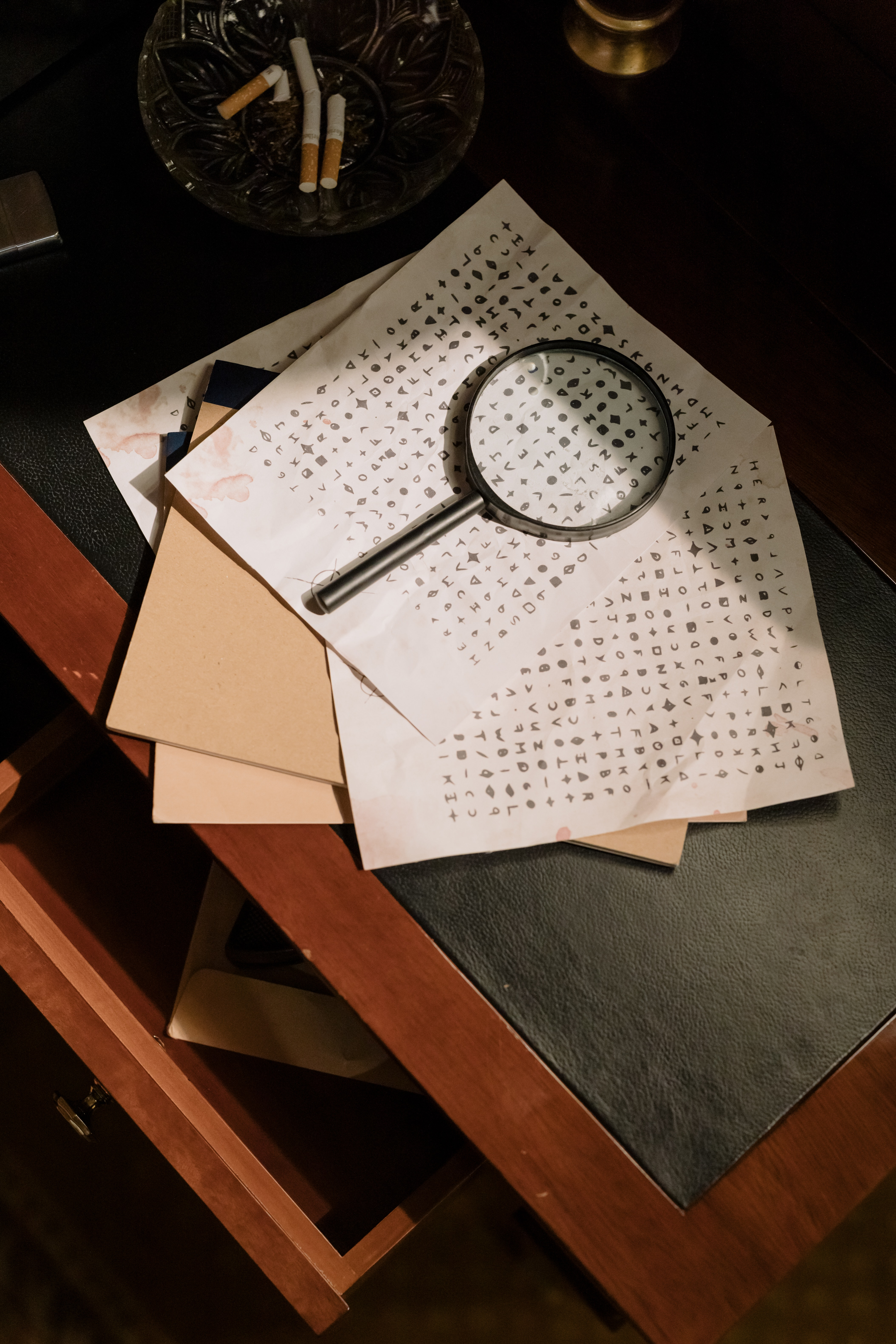 Get students to train their English language skills with the detective game
