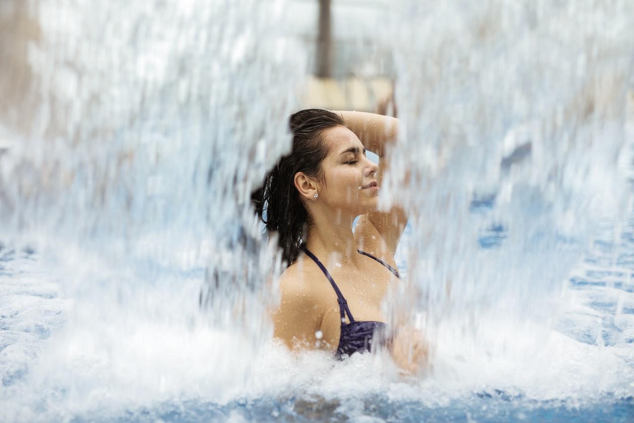 Moment de détente dans l'espace aquatique au Rivage Annecy