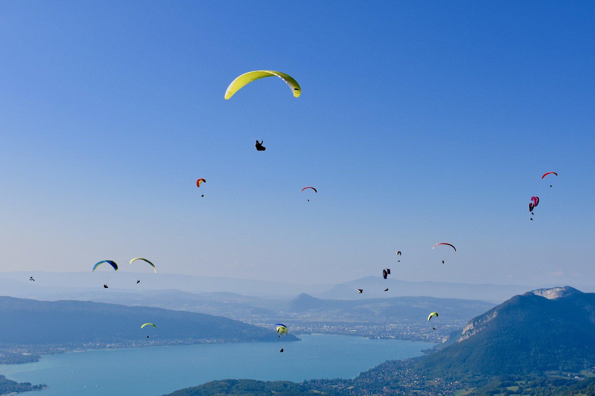 Survolez le lac d'Annecy en parapente