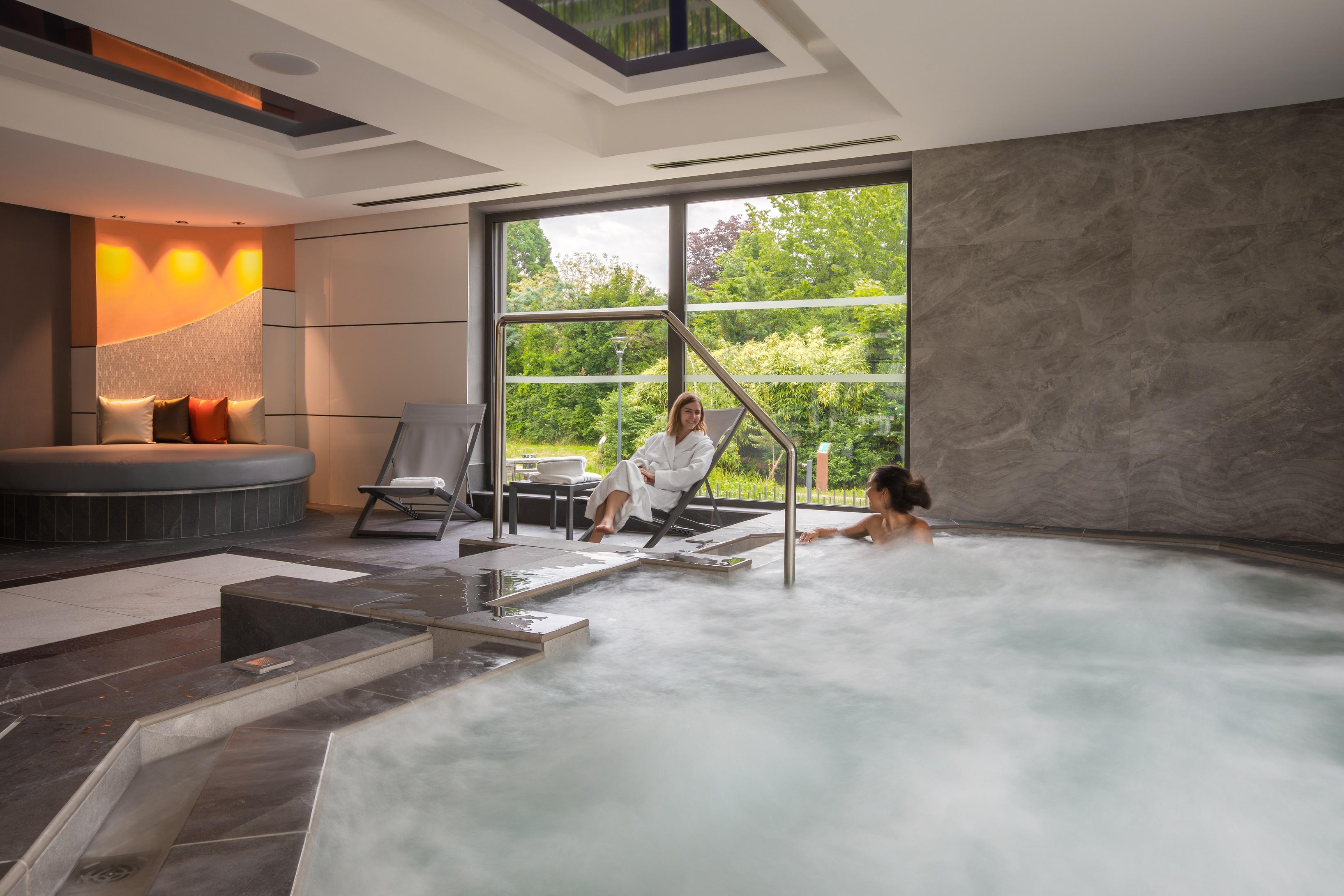 Jacuzzi à l'espace aquatique de Rivage Hôtel & Spa