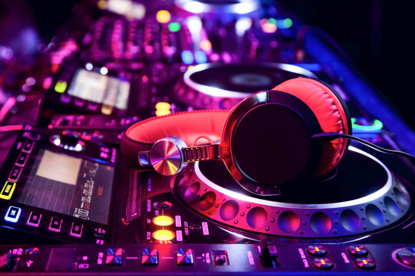 What Makes a Good Bar mitzvah DJ?