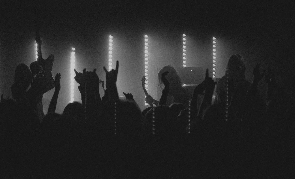 priestess playing live concert