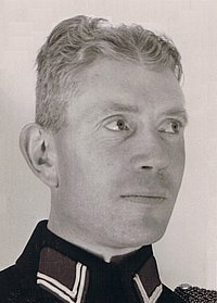 hoofdwachtmeester (hoofdagent) Hendrik Ouwejan, foto Muda, 1943 of 1944