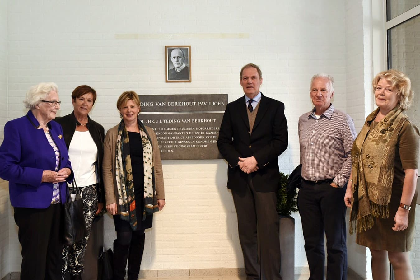 2e onthulling plaquette 26 april 2016 familieleden Teding van Berkhout