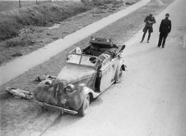 BMW van Rauter na de aanslag (foto Muda)