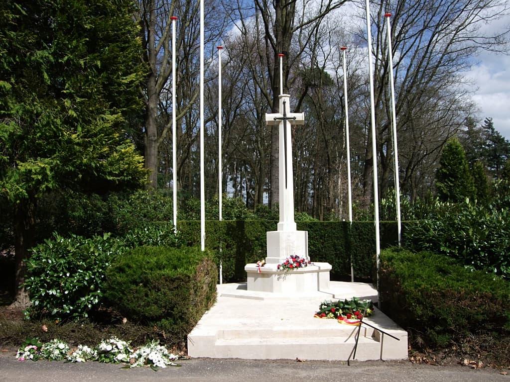 Oorlogsgraven Heidehof