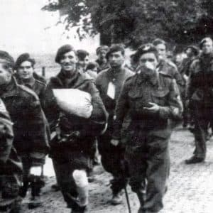 gewonde krijgsgevangen parachutisten