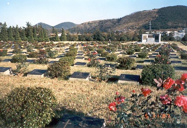 Ereveld Tanggok. In totaal rusten hier 2.299 slachtoffers waarvan 117 Nederlanders
