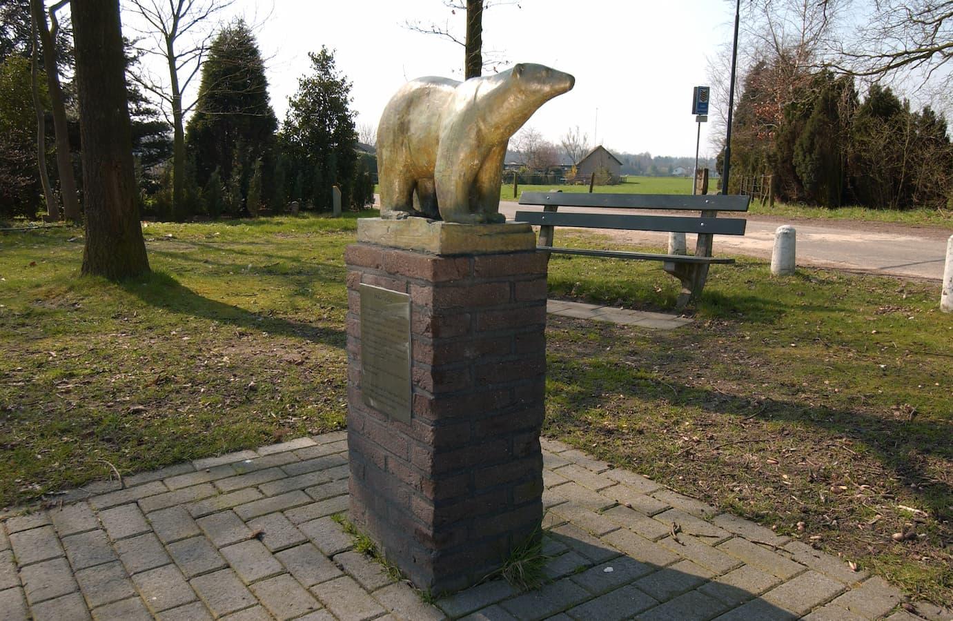 De bronzen beer, Loenen