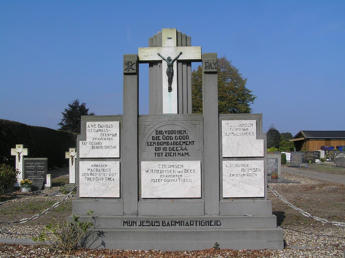 grafmonument R.K. begraafplaats (foto Jelle Reitsma)