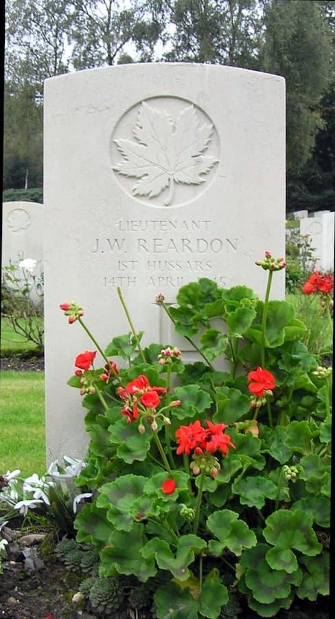 grafsteen lt Reardon, Holten