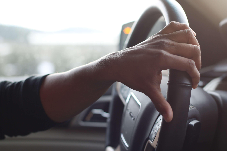 Recomendaciones al manejar un auto blindado