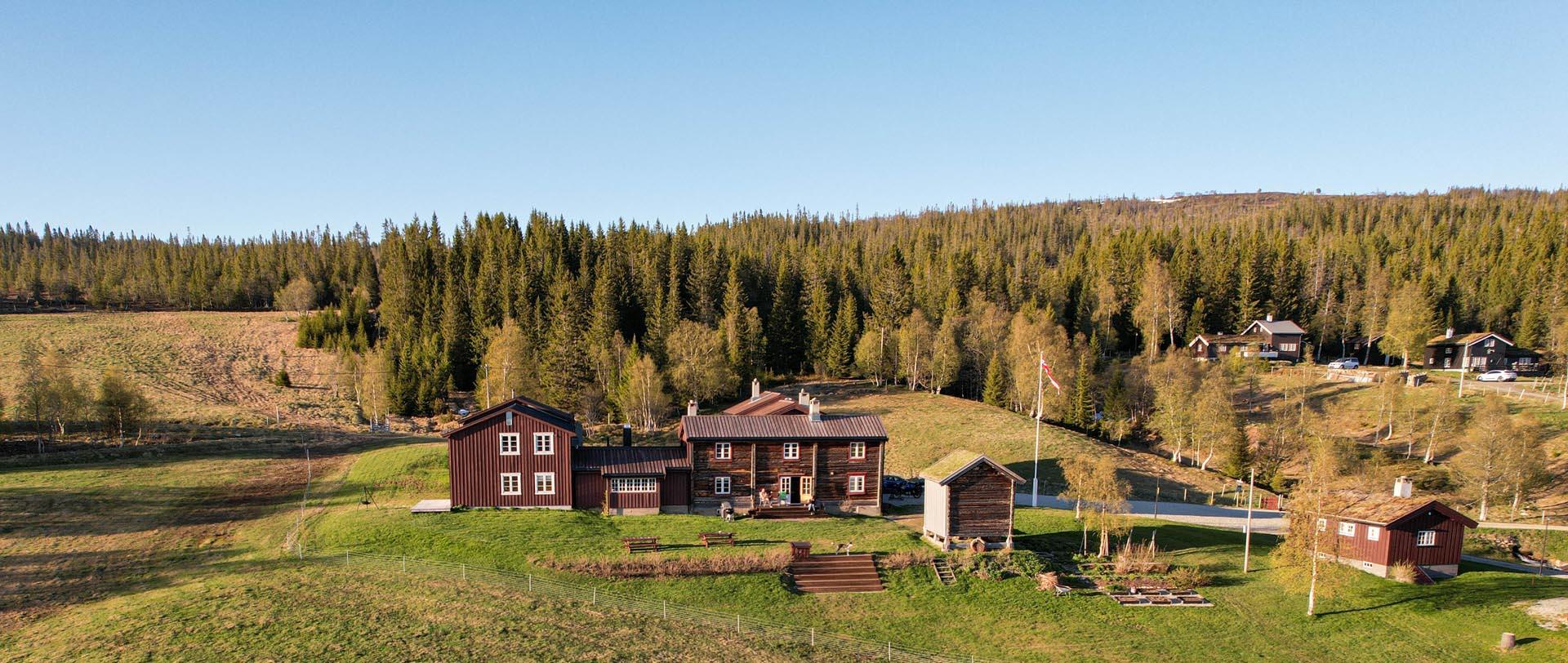 Bilde av Nordpå Fjellhotell tatt fra luften.