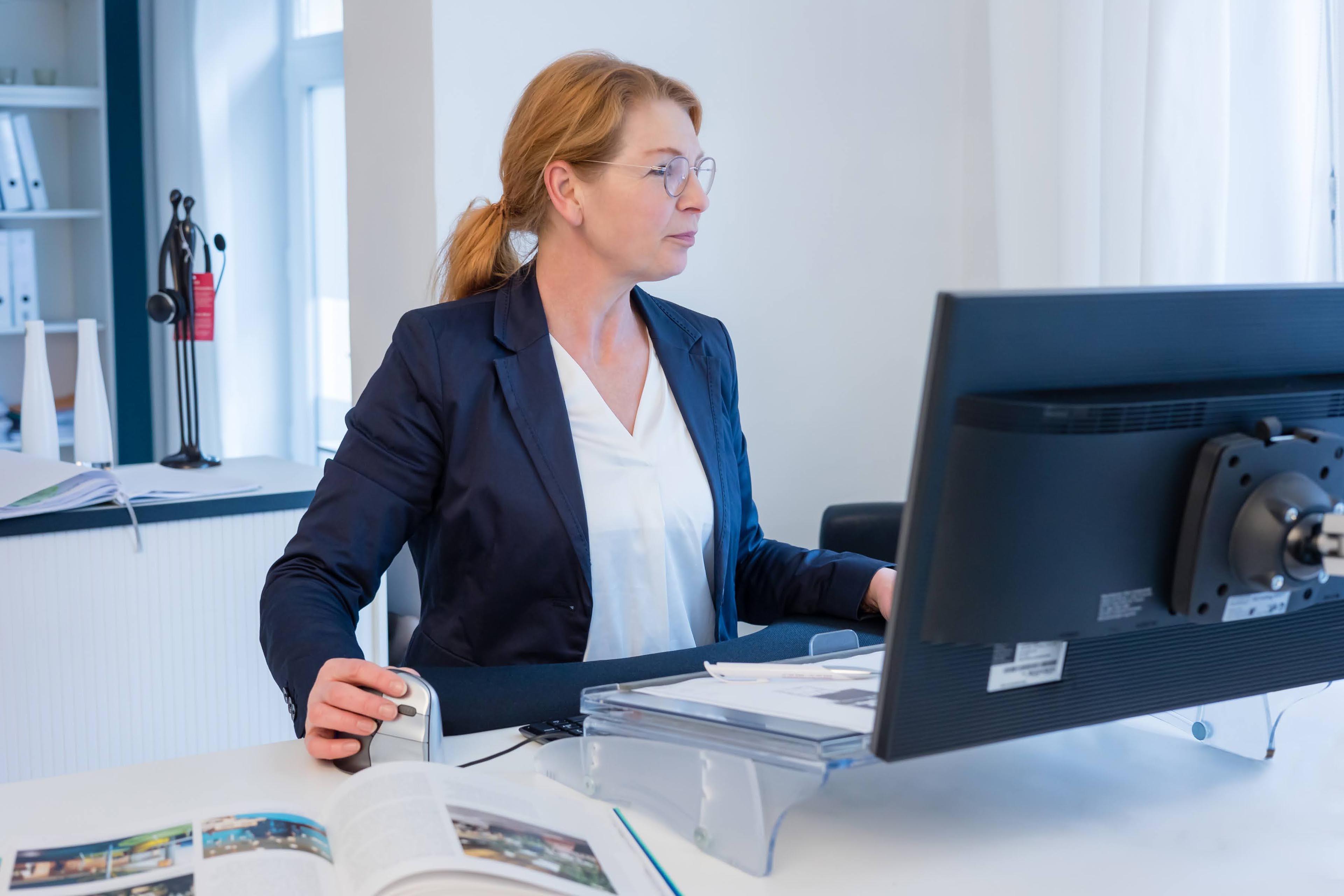 wermke bürokonzepte | Katrin Wermke bei der Arbeit