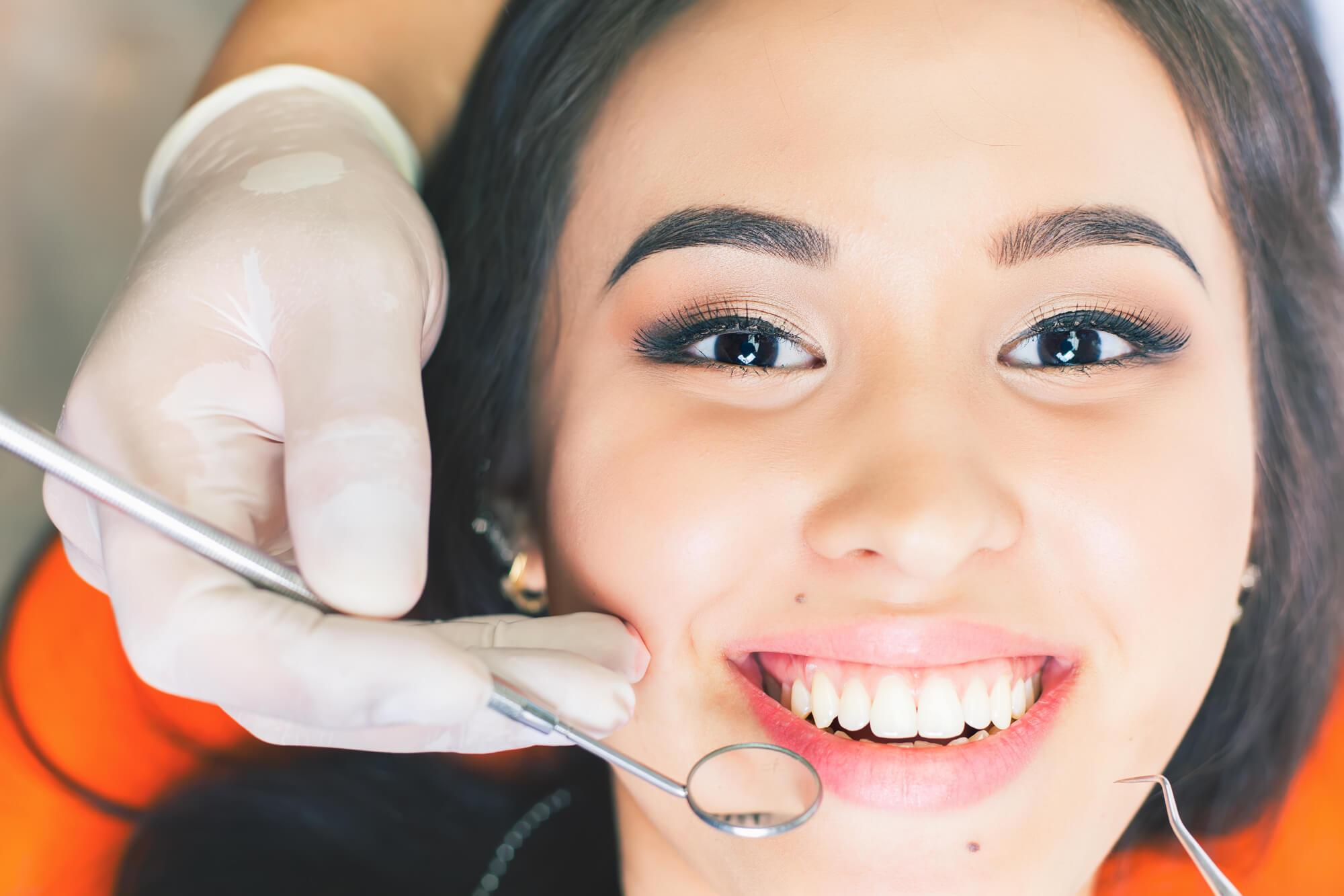Receiving dental implants in conroe