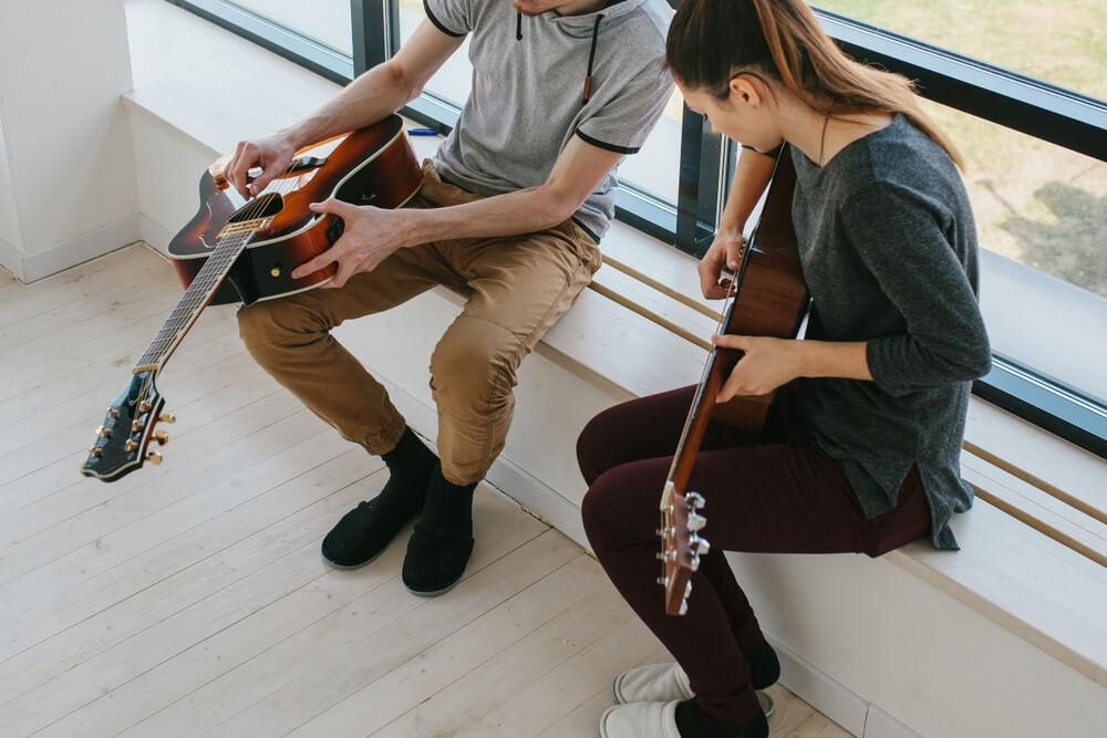 Kaip išmokti groti gitara?