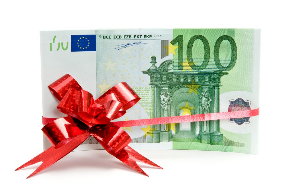 pinigai dovanų