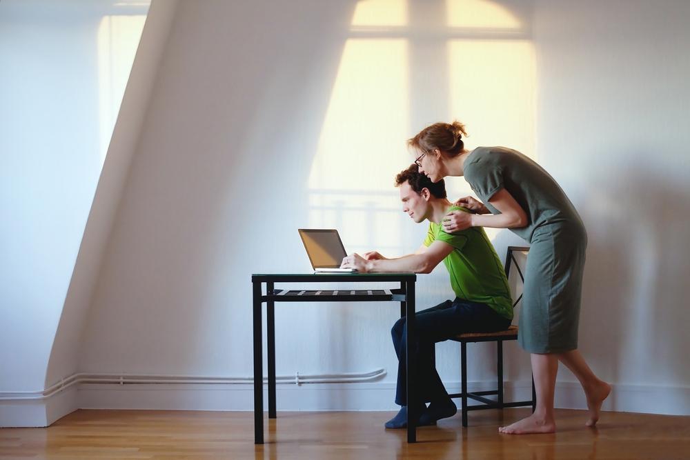 Pora prie nešiojamo kompiuterio