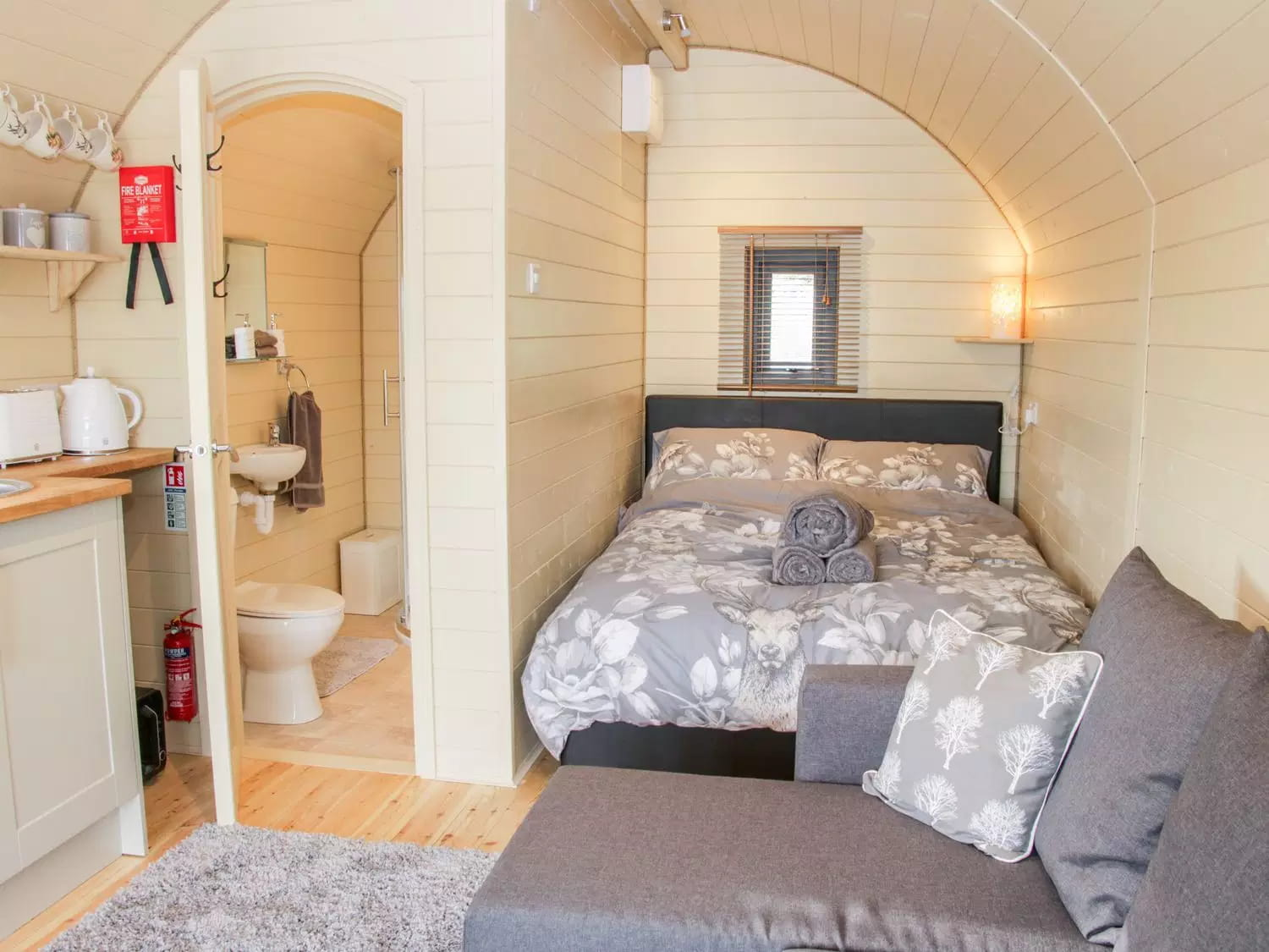 glamping pods scilly isles accommodation bedroom and bathroom