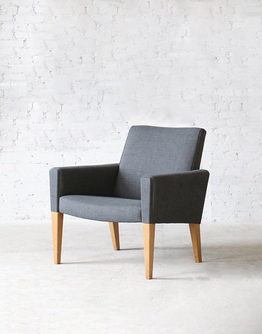 AP-31 AP Stolen Oak Easy Chair
