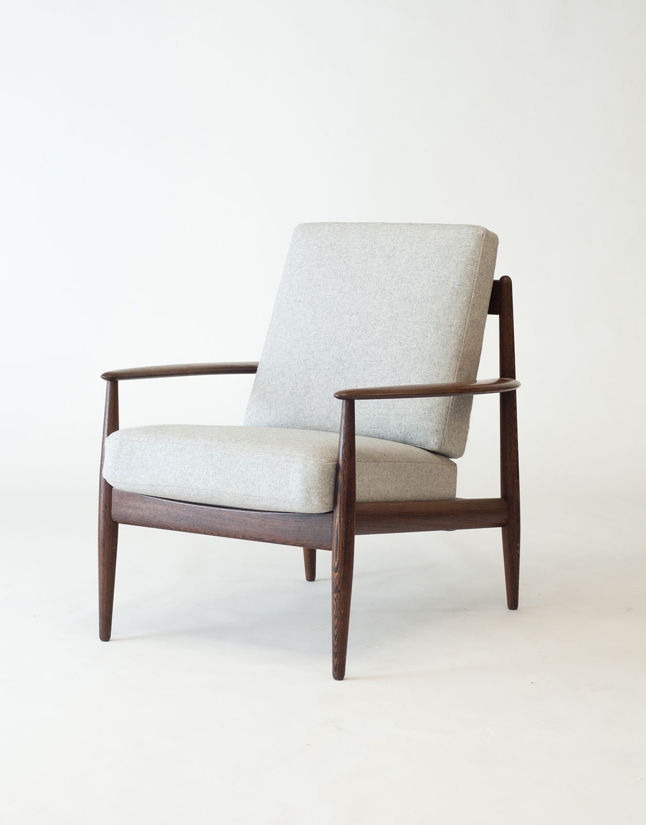 #128 Wenge Easy Chair, variant