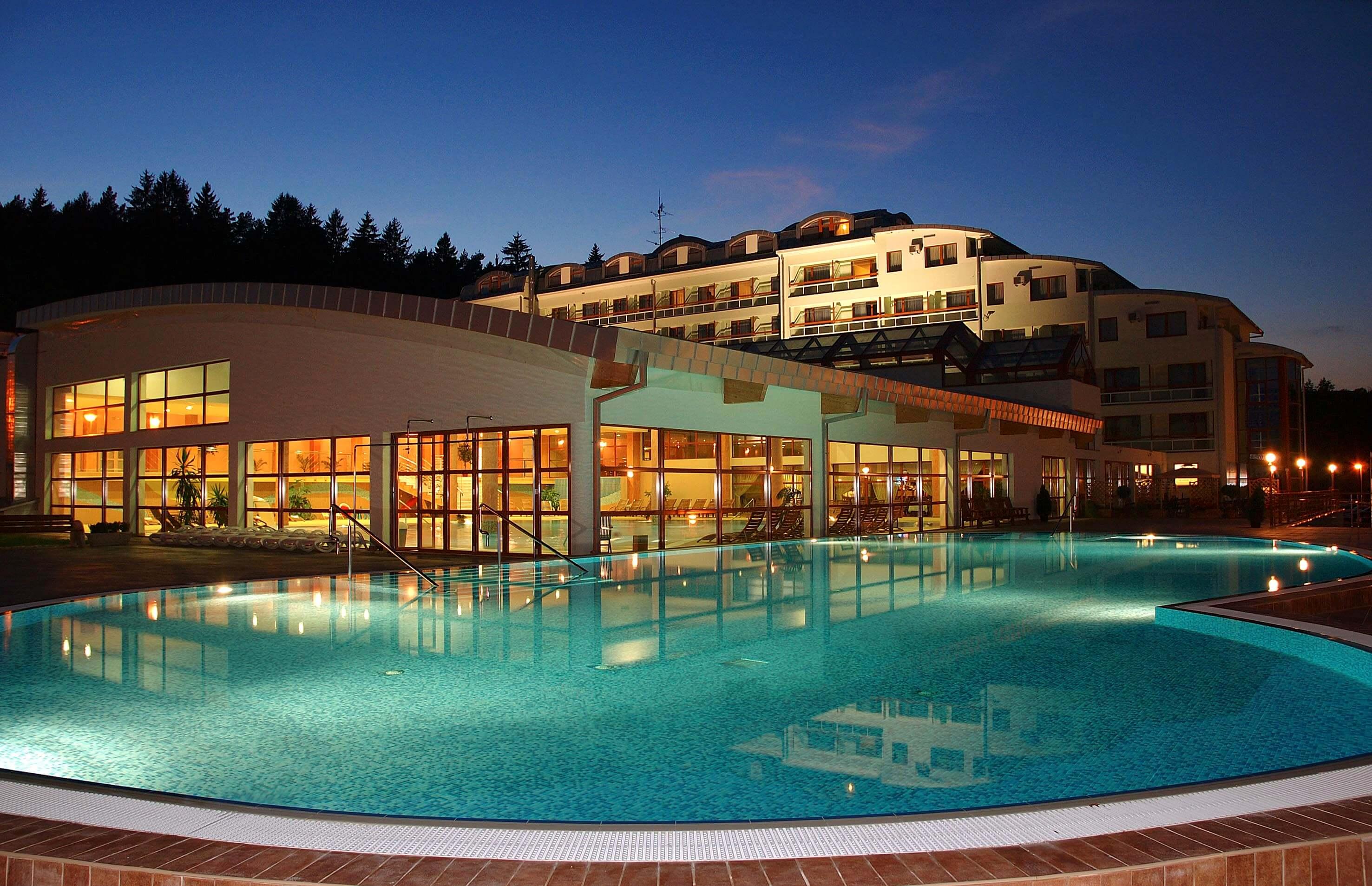 Hotel a Spa Resort Kaskady s vonkajším bazénom