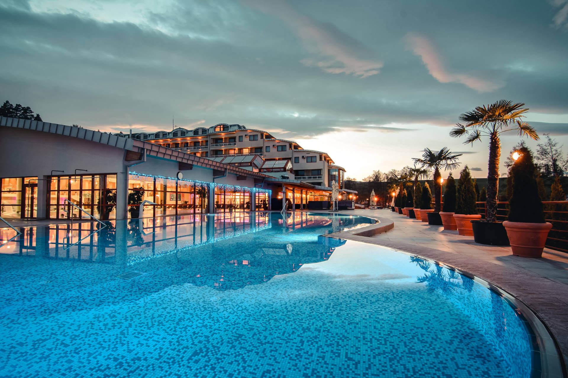 Vonkajší bazén v resorte Kaskady