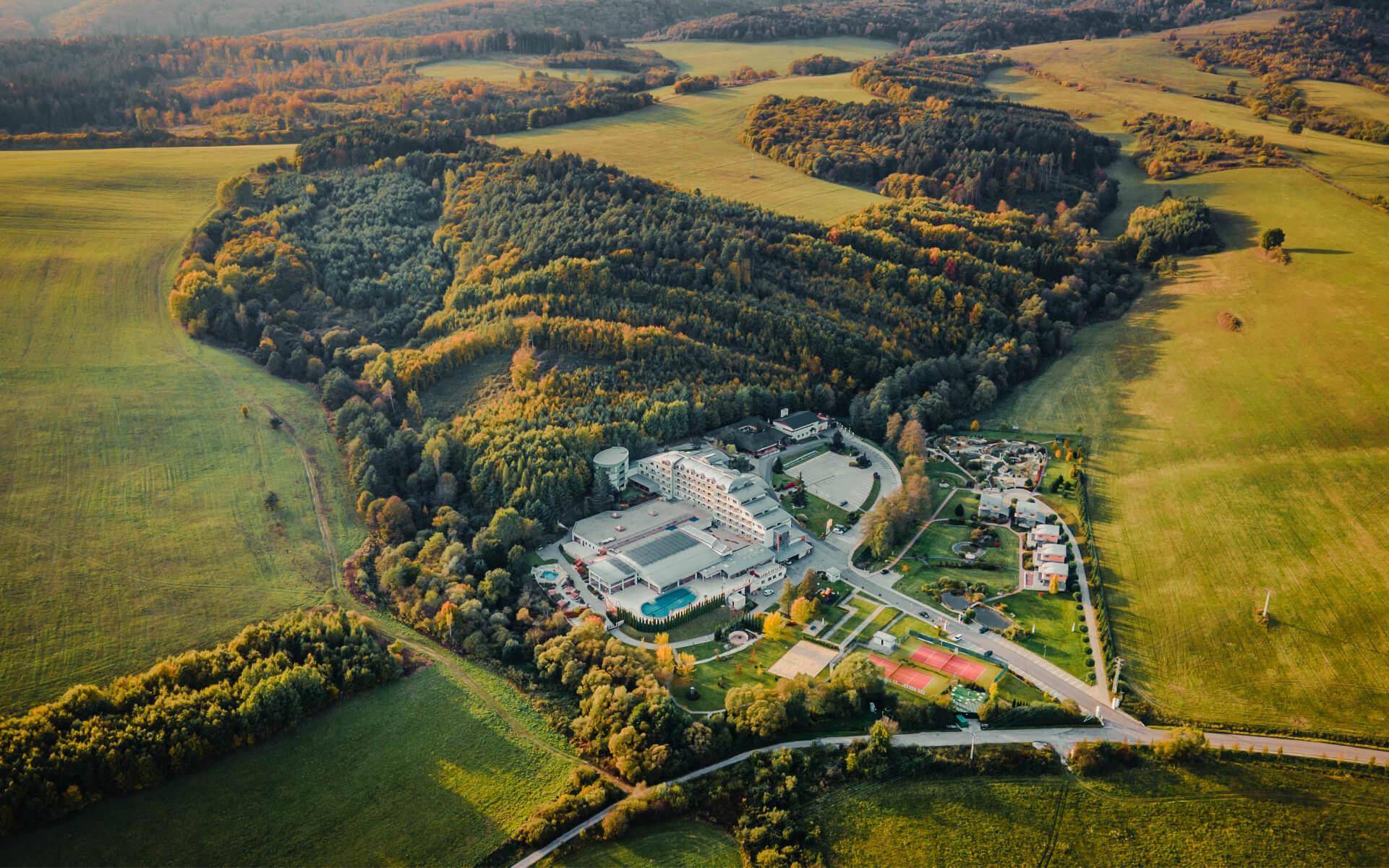 Hotel a Spa Resort Kaskady - dronové zábery zhora