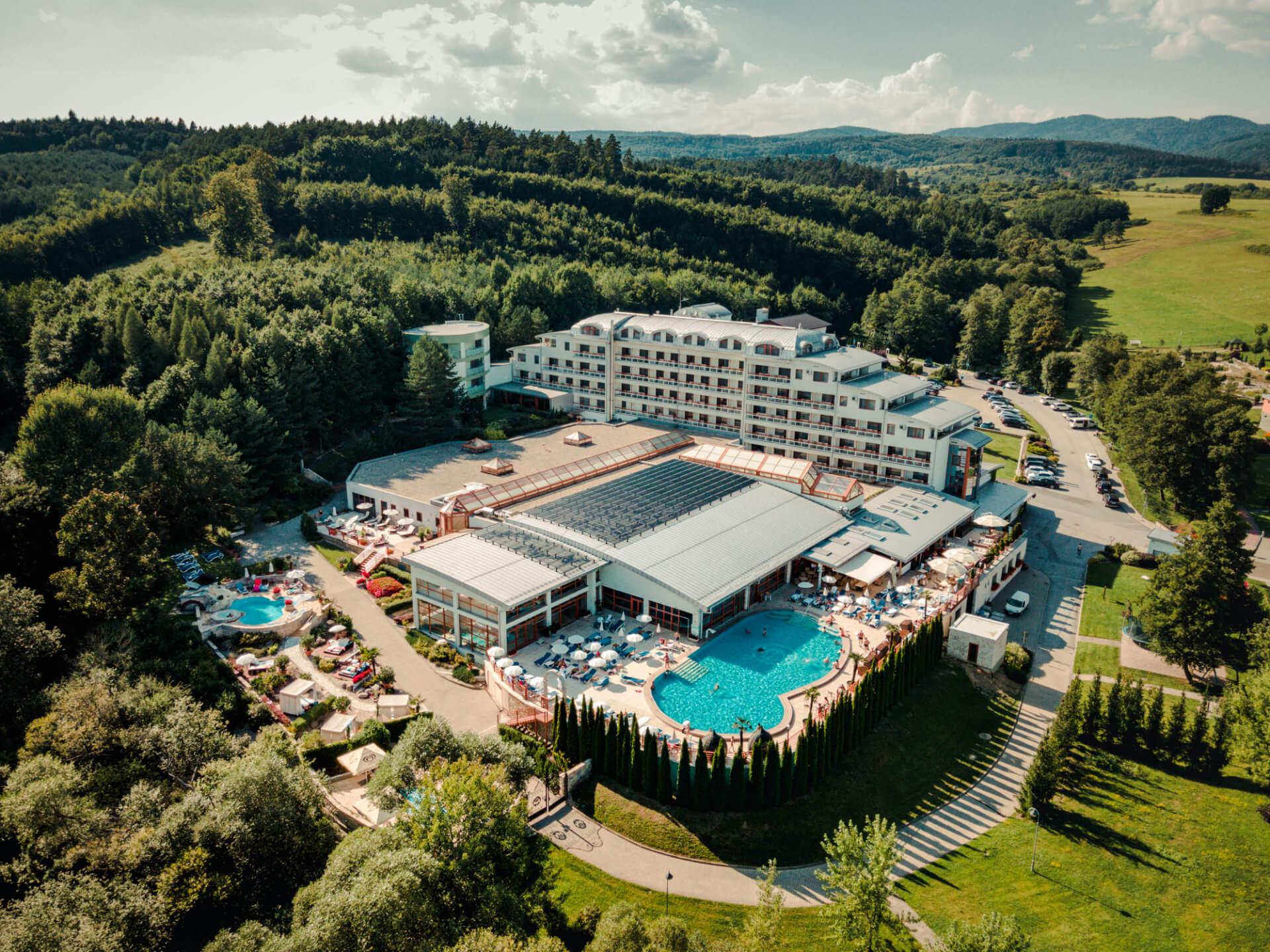Dronový záber hotela Kaskady